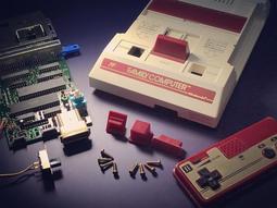 (華泰行懷舊電玩小賣店)日本原裝任天堂紅白機,1983年製,已搭載不破壞外殼的AV輸出,含送日本原裝正版卡帶一片
