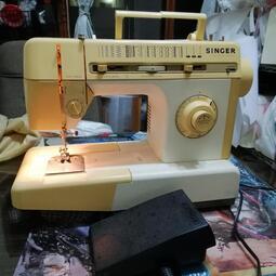 勝家縫紉機(附電源線+踏板(過電正常)零件機出售