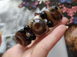 西藏老天珠~老天眼珠《鑲蝕風化瑪瑙玉髓~保存良好~》男生手鍊