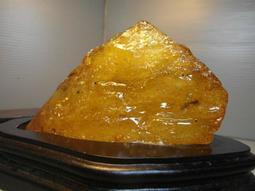 天然原礦原石 金黃琥珀原礦 山形靠山小擺件 ~~ 千年靈性寶石 驅邪避凶 改善磁場 ~~ 辦公室密秘風水擺件 ~~