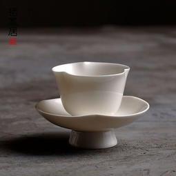 經典浮雕款 梅花玉瓷茶杯 羊脂白瓷品茗杯個人杯主人杯海棠杯帶杯托 功夫白瓷茶具