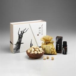 【檜山坊】精選聖誕/檜純精油禮盒-台灣檜木原生精油10mL一瓶、檜木球一個